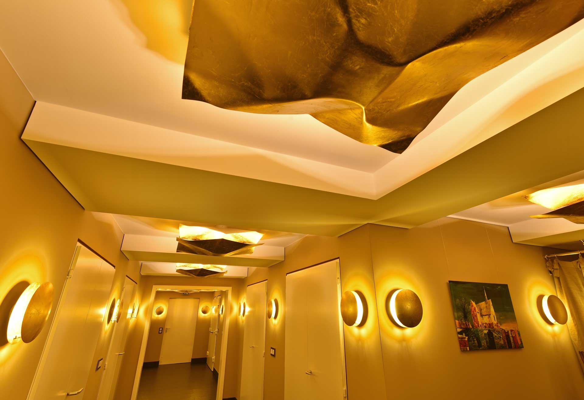 Lichtwirkung mit integrativem Gesamtkonzept für Flure des Bestattungsunternehmens Stolle